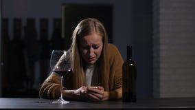 Más notícias de grito rejeitadas da leitura da mulher no telefone filme