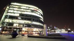 Más orilla de Londres por noche almacen de video