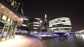 Más orilla de Londres por noche almacen de metraje de vídeo
