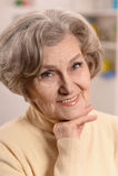 Más vieja mujer feliz fotos de archivo libres de regalías