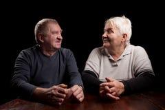 Más viejos pares felices en un fondo negro Fotografía de archivo libre de regalías
