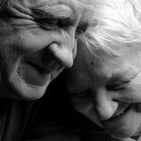 Más viejos pares felices en un fondo negro Imagen de archivo
