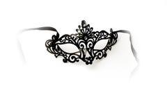 Máscara adornada negra de la mascarada en el fondo blanco Imagenes de archivo
