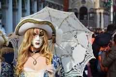 Máscara bonita com guarda-chuva, Veneza, Itália, Europa imagens de stock