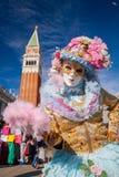 Máscara bonita do carnaval no quadrado de San Marco em Veneza, Itália Imagens de Stock Royalty Free