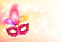 Máscara cor-de-rosa do carnaval com a bandeira colorida das penas Fotos de Stock Royalty Free