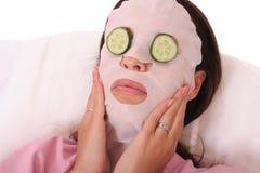 Máscara cosmética con el pepino Imagen de archivo libre de regalías