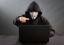 Máscara de la venganza - símbolo para el grupo en línea del hacktivist anónimo Imágenes de archivo libres de regalías