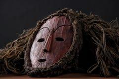 Máscara de madeira africana, com cabelo imagens de stock royalty free