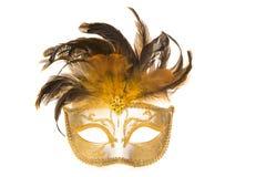 Máscara de oro bastante veneciana del carnaval con las plumas Imagen de archivo libre de regalías