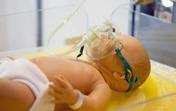 Máscara de oxígeno del niño foto de archivo