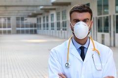 Máscara de respiración del doctor que lleva en el hospital fotografía de archivo libre de regalías