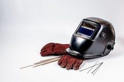 Máscara de soldadura con los guantes rojos Imágenes de archivo libres de regalías