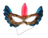 Máscara de Víspera de Todos los Santos con las plumas aisladas en blanco Fotos de archivo libres de regalías