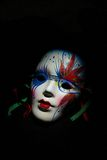 Máscara del arlequín en un fondo negro Fotos de archivo libres de regalías