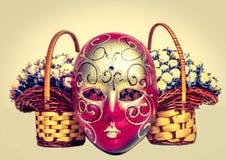 Máscara del carnaval con las rosas fotografía de archivo