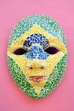 Máscara del carnaval en la pared en Olinda, Pernambuco, el Brasil imagen de archivo