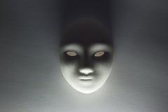 Máscara del yeso en estudio Imágenes de archivo libres de regalías