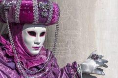 Máscara do roxo do carnaval de Veneza Fotografia de Stock