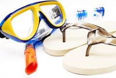 Máscara e câmara de ar dos deslizadores da praia para o mergulho Foto de Stock Royalty Free
