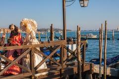 Máscara e trajes do carnaval de Veneza Traitional Veneza, Italy Foto de Stock Royalty Free