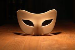 Máscara en la madera Foto de archivo libre de regalías
