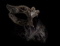 Máscara enigmática isolada do carnaval com pena imagens de stock