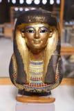 Máscara goldy antigua en el museo egipcio fotos de archivo