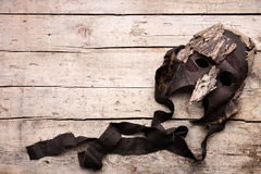 Máscara no fundo, no traje e no disfarce de madeira para o teatro imagens de stock royalty free