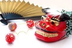 Máscara para a dança de leão, papercraft com testes padrões coloridos e fã de dobramento Fotos de Stock