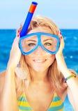 Máscara que desgasta del retrato divertido de la muchacha Fotos de archivo libres de regalías
