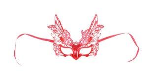 Máscara roja colorida con el aislante de los modelos de mariposa en el fondo blanco con la trayectoria de recortes fotos de archivo