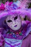 Máscara roxa de Veneza imagens de stock