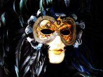 Máscara veneciana del carnaval - oro y negro Imagenes de archivo