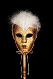 Máscara veneciana del oro con las plumas Imagen de archivo