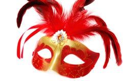 Máscara veneciana roja del carnaval con las plumas en el blanco Imágenes de archivo libres de regalías