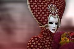 Máscara veneciana roja del carnaval en Venecia, Italia Imagen de archivo