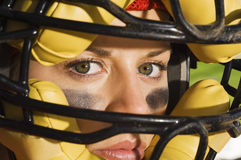 Máscara vestindo do coletor fêmea seguro fotos de stock
