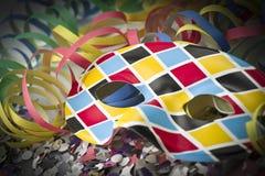 Máscara y flámula del carnaval Foto de archivo libre de regalías