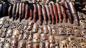 Máscaras africanas en la exhibición Imagen de archivo libre de regalías