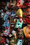 Máscaras coloridas en el mercado en Antigua Imagenes de archivo