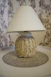 Máscaras da tabela e de lâmpada da palha para decorar salas Foto de Stock