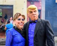 Máscaras de Donald Trump & de Hillary Clinton, parada da rua, Guatemala Imagem de Stock