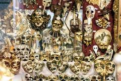 Máscaras del carnaval en la exhibición en Venecia, Italia foto de archivo
