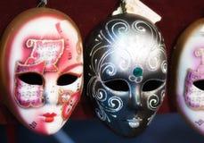 Máscaras en un mercado Fotos de archivo