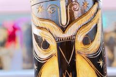 Máscaras feitas do bastão, artesanatos na exposição Fotos de Stock