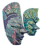 Máscaras, homem e fêmea africanos coloridos vívidos, fim da máscara do Dia das Bruxas acima, isolado Foto de Stock Royalty Free
