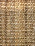 Máscaras múltiplas de fibras marrons tecidas, douradas de uma esteira do assoalho ou de tapete, usando materiais bonitos e natura fotos de stock royalty free