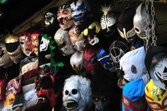 Máscaras no mercado fotografia de stock royalty free