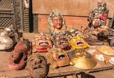 Máscaras tradicionales de Nepal Parada local del arte y del arte en Katmandu fotografía de archivo